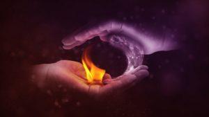 Feueratmung Kapalabhati Hände Feuer Wasser