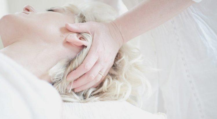 Kopfmassage liegend