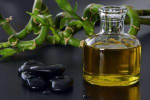 Massageöl und Steine