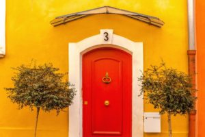 Wirkung Raumfarbe Rot Tür Gelb Wand