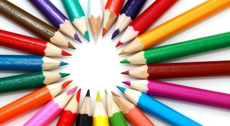 farbtherapie regenbogen farben stifte