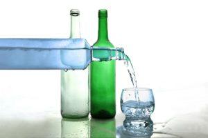 Wasserflasche Wasser trinken