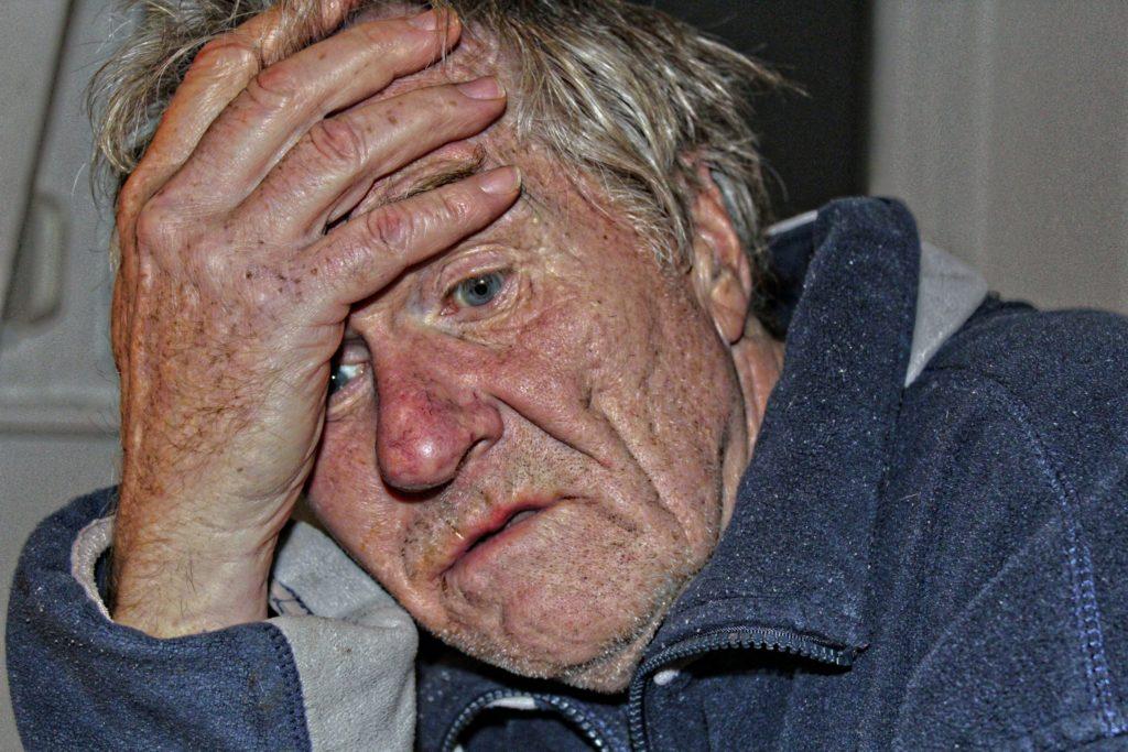 Demenz Alter Mann Verzweiflung