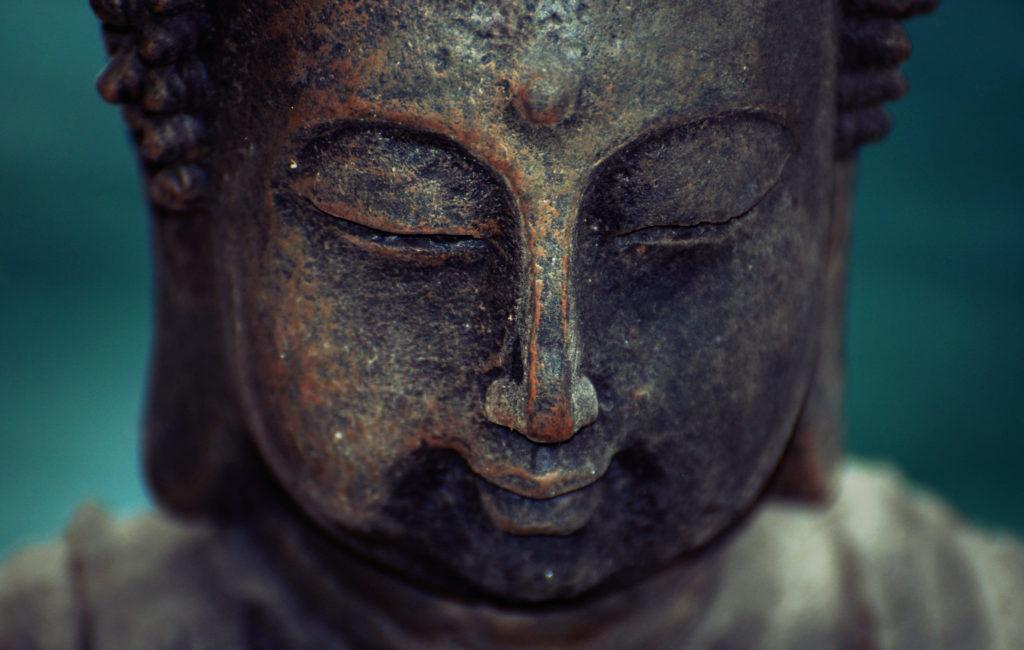 Buddha Gesicht Halblächeln