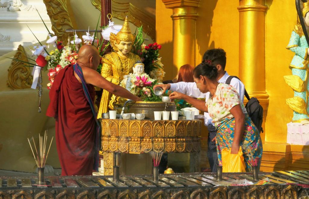Buddha Wasser Mönch