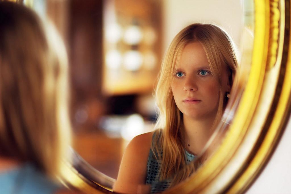 In den Spiegel blicken